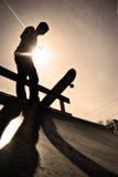 скейтбордист силуэта Стоковые Фотографии RF