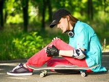 скейтборд девушки подростковый Стоковые Изображения