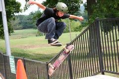 скейтбордист летания Стоковое Изображение