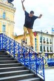 Скейтбордист скачет Стоковое Фото