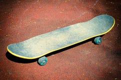 Скейтборд на суде Стоковое Изображение