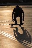 Скейтборд силуэта стоковая фотография