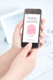 Скеннирование отпечатка пальцев Smartphone для передвижной безопасности стоковая фотография