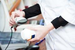 Скеннирование штрихкода лекарства медицины Стоковые Фото