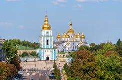 Скит St. Майкл Золотист-Приданный куполообразную форму стоковые фотографии rf