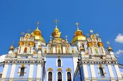 Скит St Michael Золотист-Приданный куполообразную форму kiev Украина (панорама ), то Стоковые Фото
