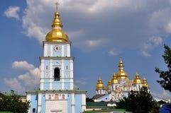 Скит St Michael Золотист-Приданный куполообразную форму kiev Украина Стоковое Изображение RF