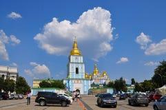 Скит St Michael Золотист-Приданный куполообразную форму kiev Украина Стоковые Изображения RF