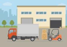 Складируйте здание, тележка и платформа грузоподъемника на предпосылке города Складируйте оборудование, поставка груза, обслужива Стоковое Изображение RF
