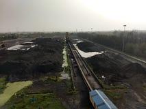 Складское помещение угля в индустриях стоковые фотографии rf