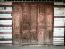 Складывая античные двери стоковая фотография rf