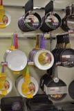 Сковороды в супермаркете Стоковое фото RF