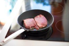 Сковорода варя филей говядины Стоковые Фотографии RF