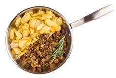 Сковорода при зажаренные картошки и cepes изолированные на белом bac Стоковое Изображение RF