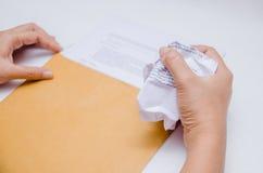 Скомканная бумага в руке Стоковое Изображение