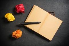 Скомканная бумага и и тетрадь с пустой страницей Стоковая Фотография