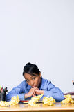 скомканная вертикаль бумаги девушки предназначенная для подростков Стоковая Фотография