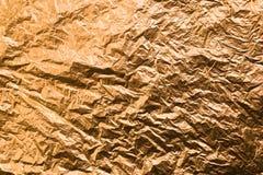 Скомканная желтая покрашенная бумага текстурированное золото предпосылки стоковые фото