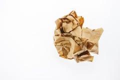 Скомканная коричневая бумага изолированная на белизне Стоковая Фотография RF