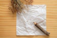 скомканная предпосылкой бумажная белизна текстуры Стоковое Изображение
