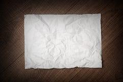 Скомканное бумажное на деревянной предпосылке Стоковые Фото