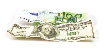 Скомканные банкноты доллара против евро Стоковые Фотографии RF