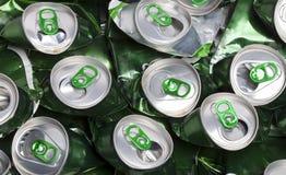 скомканные чонсервные банкы пива стоковое изображение rf