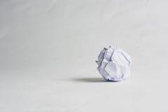 Скомканный бумажный шарик на белой предпосылке Стоковые Фотографии RF