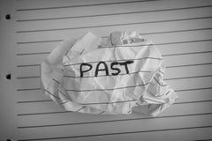 Скомканный бумажный шарик с словом в прошлом Стоковое фото RF