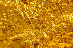 Скомканный желтый цвет фольги стоковые изображения rf