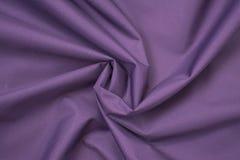 Скомканный шелком пурпур ткани над взглядом стоковое изображение rf