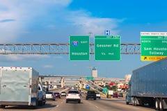 Скоростное шоссе Fwy Хьюстона Katy в Техасе США Стоковое фото RF