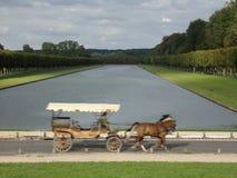Скоростной экипаж лошади в Versaille Стоковые Изображения