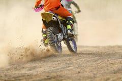 Скорость гонщика Motocross ускоряя ход Стоковые Изображения RF