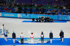 скорость Коротк-трека катаясь на коньках дамы 1500 измеряет церемонию цветка на x Стоковые Изображения