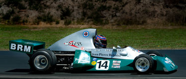 скорость Формула-1 автомобиля brm участвуя в гонке Стоковая Фотография RF
