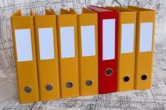 скоросшиватели чертежей конструкции цвета связывателя Стоковое фото RF