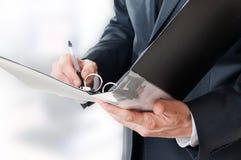 Скоросшиватель для крупного плана документов в фокусе. Стоковая Фотография