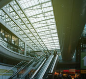 Скорый поезд современное a вокзала Airail Франкфурта международный Стоковое фото RF