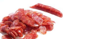 Скольжение сосиски свинины на белой предпосылке Стоковое Изображение