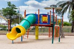 Скольжения и спортивные площадки детей Парк спортивной площадки Стоковые Фотографии RF