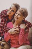 Скрепления семьи, бабушка стоковое фото