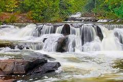Скрепление падает водопад в Мичигане Стоковая Фотография