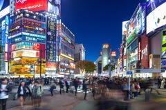 Скрещивание борьбы Shibuya в токио на ноче, Японии Стоковые Изображения