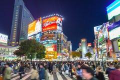 Скрещивание борьбы Shibuya в токио на ноче, Японии Стоковое фото RF