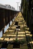 Скрещивание моста через большое реку Мост ферменной конструкции в городе o Стоковые Фото