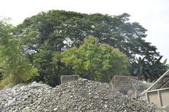 Скрининг песка и гравия реки Mal, Matanao, Davao del Sur, Филиппин стоковые фотографии rf