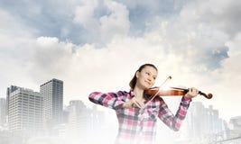 Скрипач девушки Стоковое Изображение