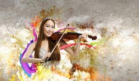 Скрипач женщины стоковое изображение rf