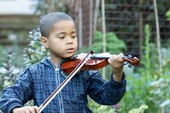 скрипач ребенка Стоковая Фотография
